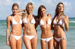 Sexy Mädchen im Bikini - äußerliche Schönheit - und die innere Schönheit?