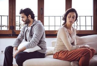 wie entlieben sich Männer,entliebt Anzeichen,Beziehung keine Liebe mehr,Partnerschaft entliebt,Liebe erloschen